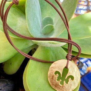 Rope choker gold pendant